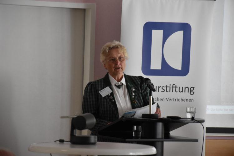 Foto: Brigitta Gottmann am Rednerpult