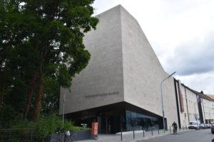 Foto: Eingang des Sudetendeutschen Museums in München