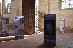 Schautafeln der Ausstellung in der Kirche