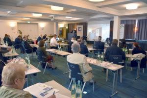 Foto: Konferenzraum mit Teilnehmern