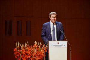 Foto: Bayerns Ministerpräsident Markus Söder am Rednerpult
