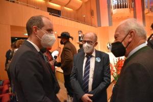 Foto: Dr. Christoph Israng mit Thomas Konhäuser und Reinfried Vogler