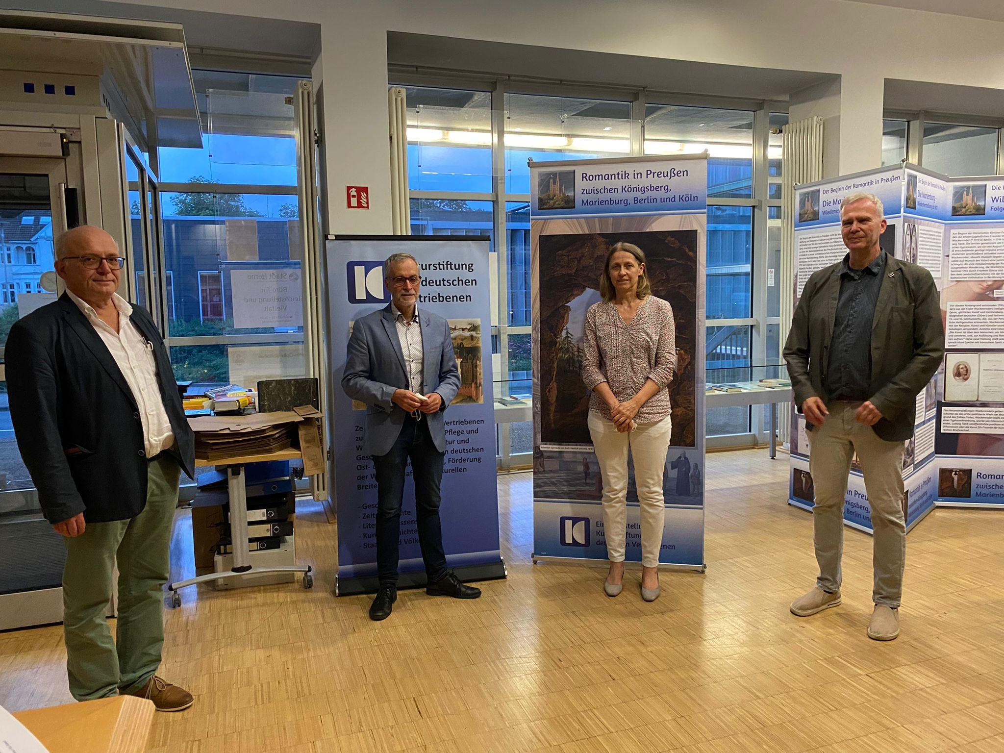 Foto: Gruppenbild Ausstellungseröffnende in Herne