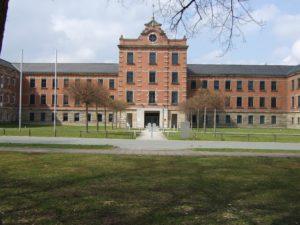 Altes Städtisches Krankenhaus Bayreuth, Sitz des Lastenausgleichsarchivs - Foto: Wikipedia/Roehrensee/gemeinfrei