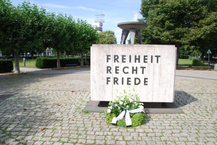 Foto: Ewige Flamme zum Gedenken an die Opfer von Flucht und Vertreibung in Berlin
